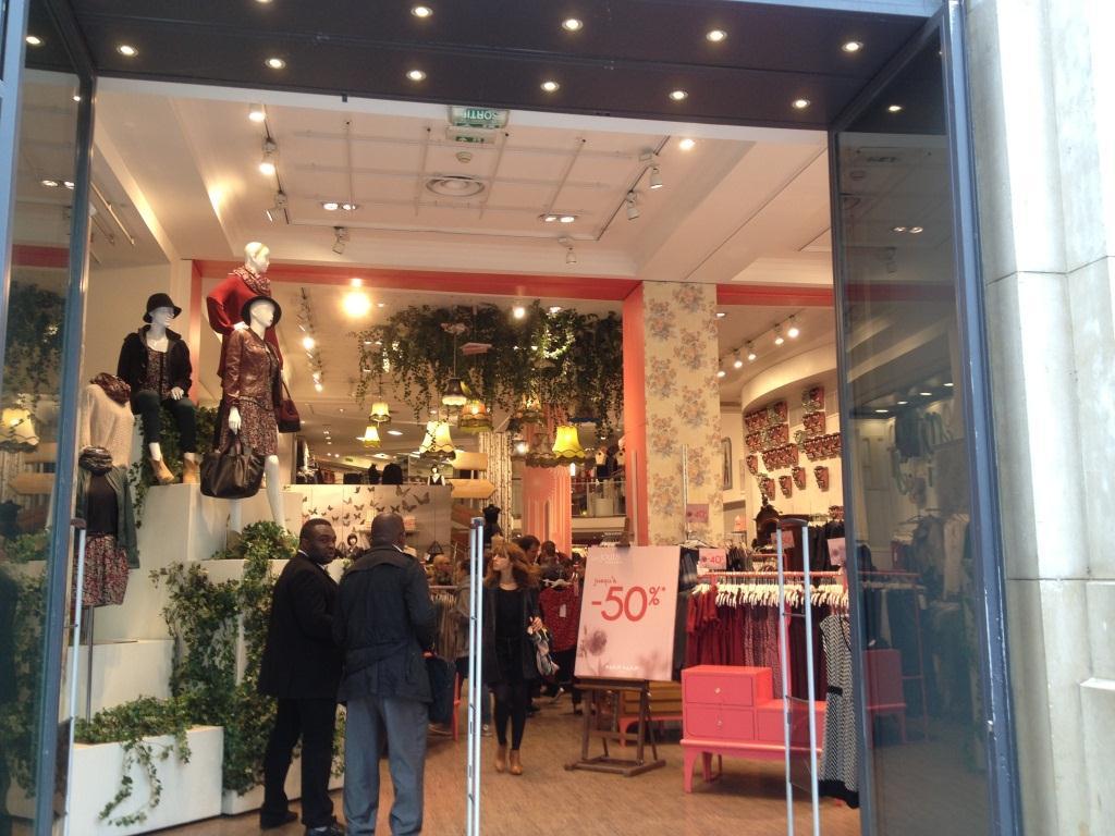 flagship naf naf champs elys es focus shopper. Black Bedroom Furniture Sets. Home Design Ideas