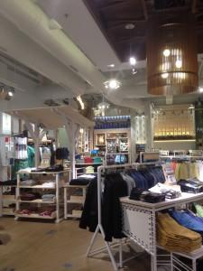 Pull&Bear Qwartz diversite des presentoirs - Focus Shopper