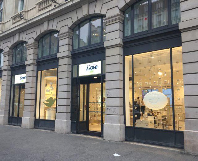 Façade de la boutique éphémère Dove