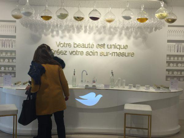 Espace conseil de la boutique éphémère Dove