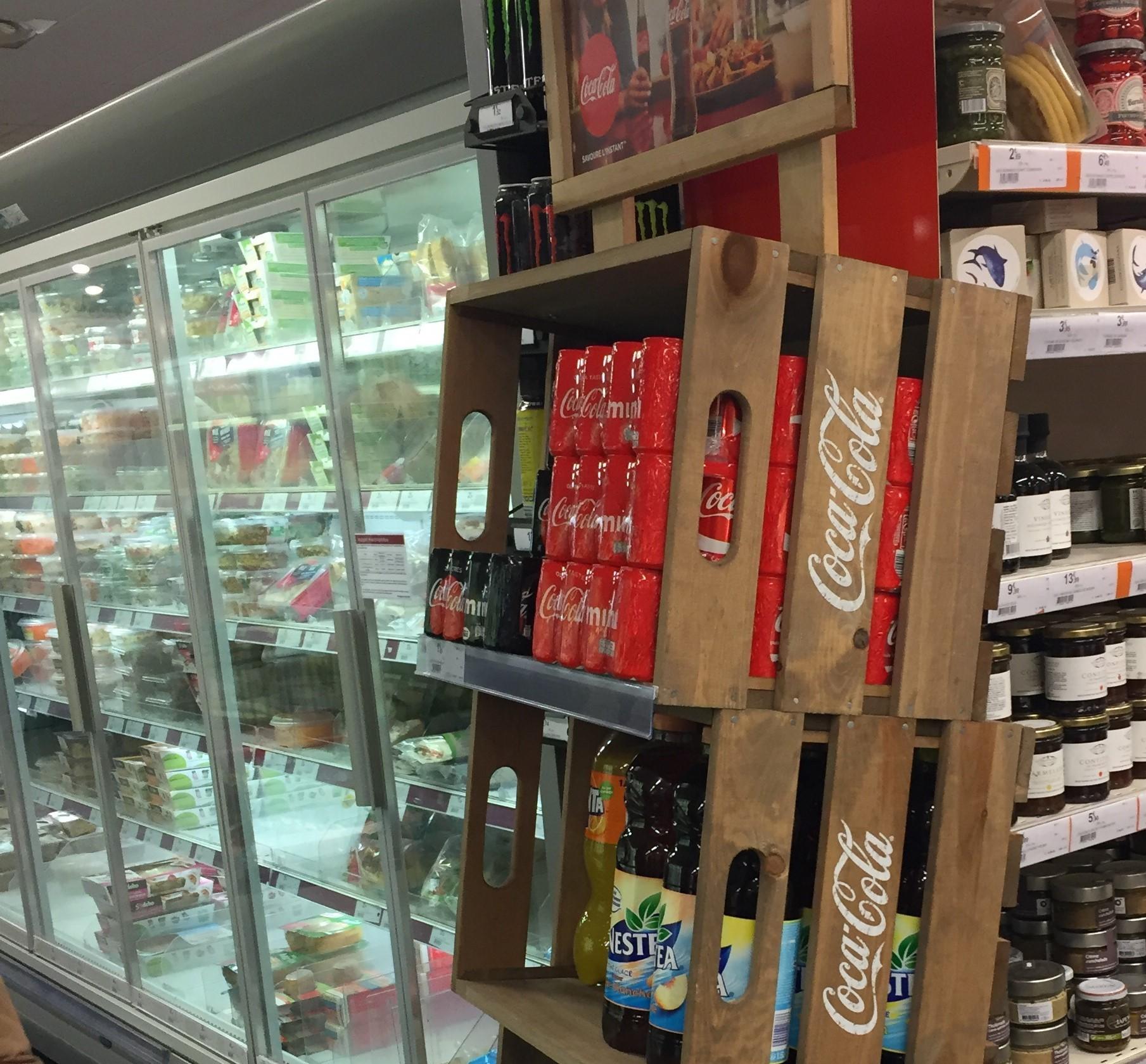 Présentoir Coke chez Monoprix